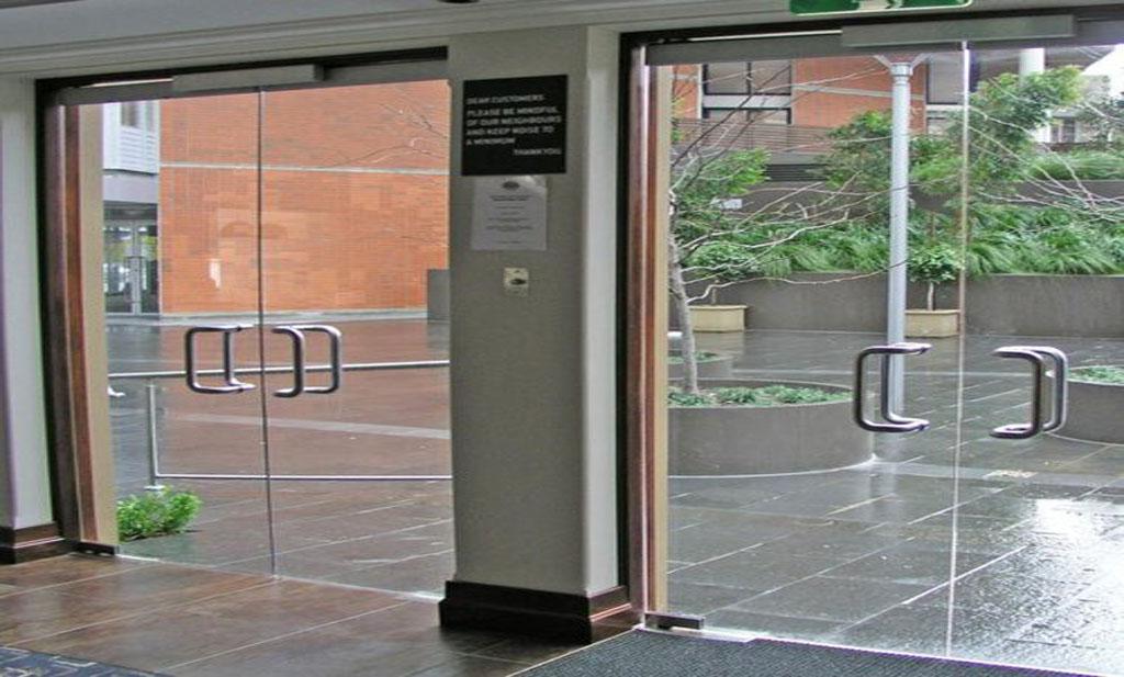 دربهای شیشهای باعث تقویت منظره و افزایش نور طبیعی و بهبود تهویه در خانه و محل کار شما میشوند