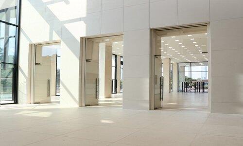 نمای داخلی زیبا با درب شیشه ای