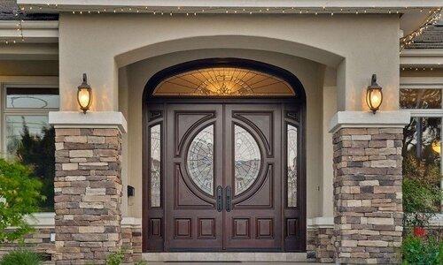 توجه به زیبایی درب ورودی ساختمان