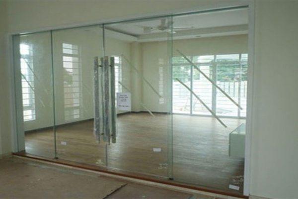 انواع درب شیشهای لولایی