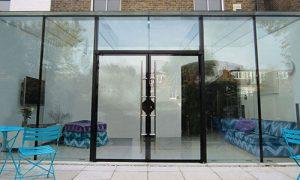 نصب انواع درب های شیشه ای