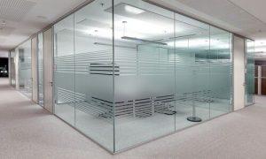 نمونهای از کاربرد شیشه سکوریت در شرکتها