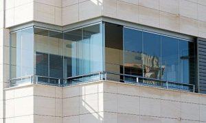 با ساخت بالکن و یا تراس شیشهای نمایی زیبا به آپارتمان خود میدهید.
