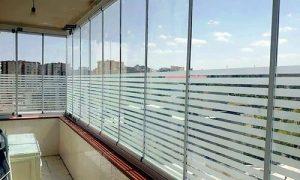 شیشههایی از جنس سکوریت مقاومت زیادی دارند و در ساخت دربهای آکاردئونی نیز استفاده میشوند.