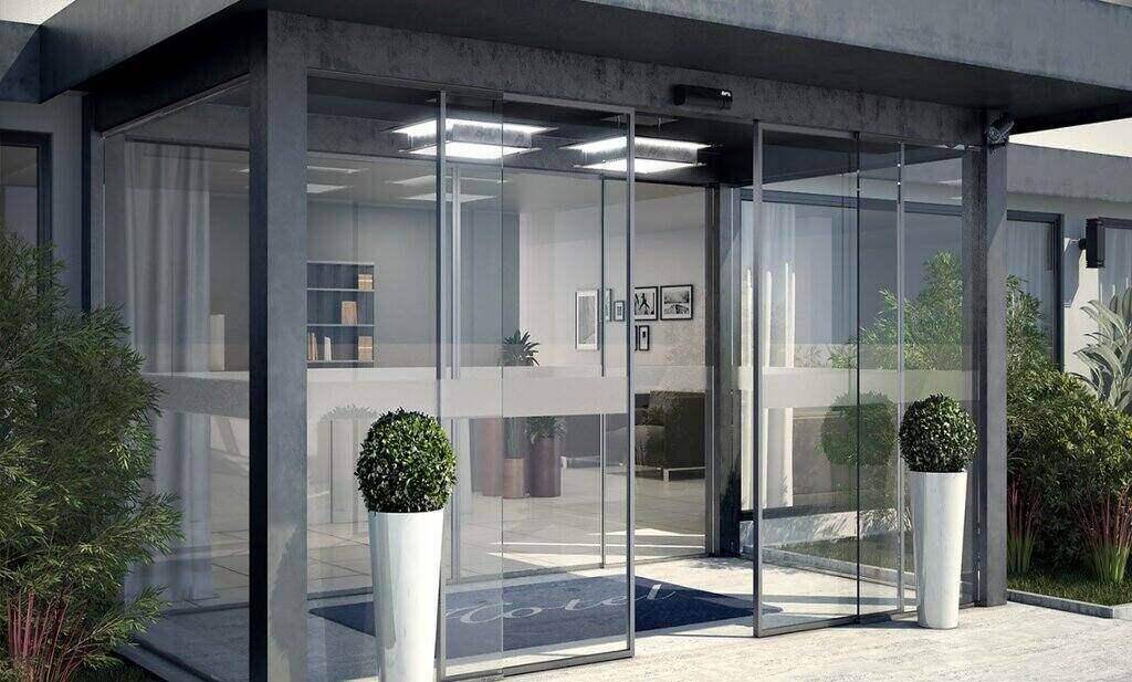 دربهای اتوماتیک شیشهای ظاهری زیبا و شیک به ساختمانها میبخشند.