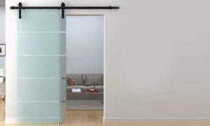 جنس شیشه درب شیشهای از سکوریت مقاوم است.